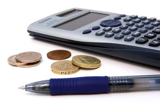 Diners, bolígraf i calculadora