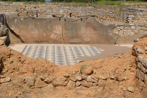 Mosaic de l'excavació arqueològica d'Empúries