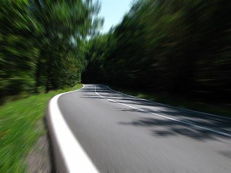 Una carretera desenfocada