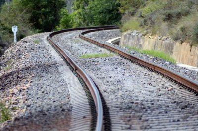 S'han publicat dos serveis relacionats amb la zona d'influència ferroviària