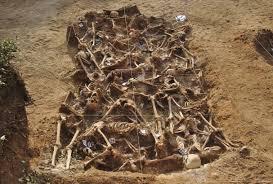 Excavació d'una fossa comú
