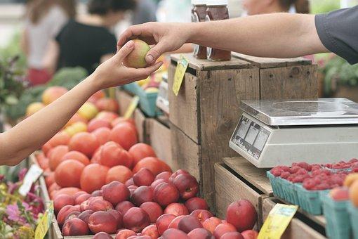 Parada de fruta en un mercado