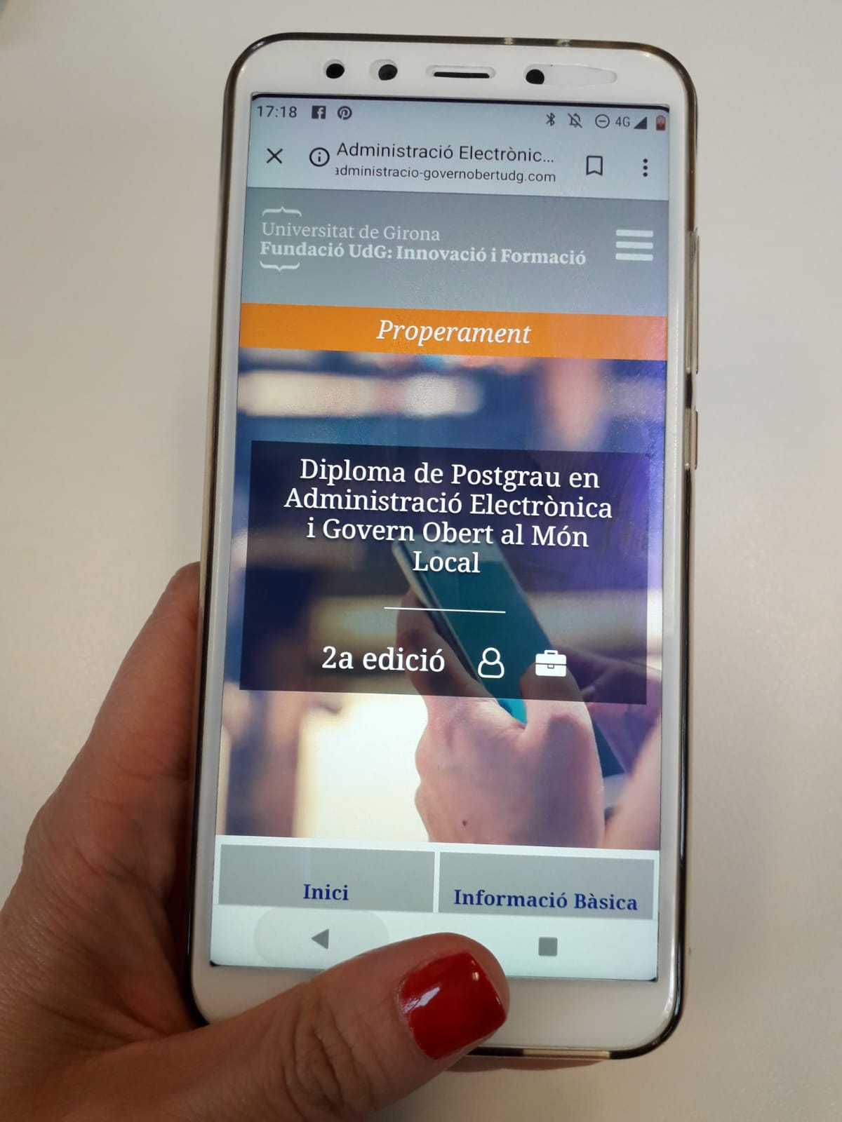 Imatge web Postgrau vista des del mòbil