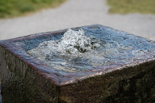 Aigua brollant d'un pou