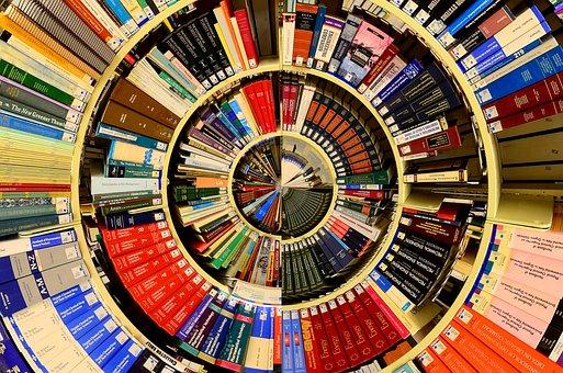 Estanteries circulars concèntriques plenes de llibres