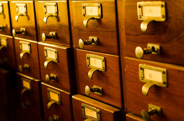 Calaixos per a la catalogació de fitxes