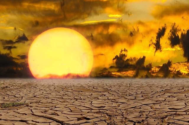 Imatge d'un sol que crema i el terra esquarterat