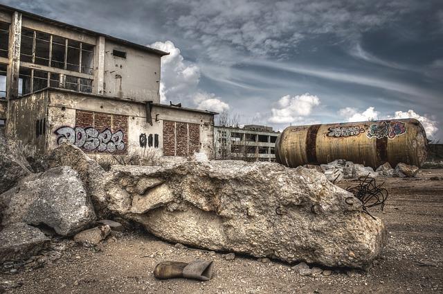 Fàbrica abandonada i els seus residus
