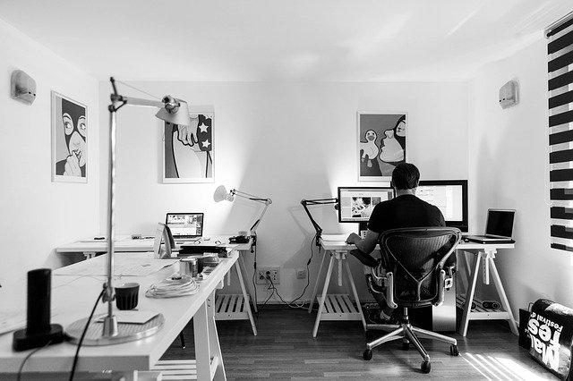 Oficina equipada digitalment